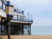 Eastbourne pir i en solig dag Östliga Sussex, England Royaltyfri Fotografi