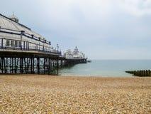 Eastbourne pir vid morgon Östliga Sussex, England Royaltyfri Foto
