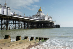 EASTBOURNE, SUSSEX/UK - FEBRUARY 19 : View of the Pier in Eastbo Royalty Free Stock Photography
