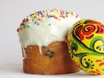 Easter bread and colored egg Royalty Free Stock Photos