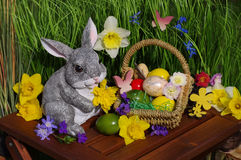 Easter bunny with easter basket Royalty Free Stock Images