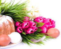 Easter cake with Easter eggs and spring flowers Royalty Free Stock Photos