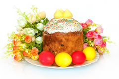 Easter cake. Photo on the Easter theme with cake and flowers Royalty Free Stock Photos