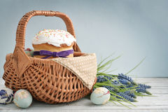 Easter cake in wicker basket Royalty Free Stock Photography