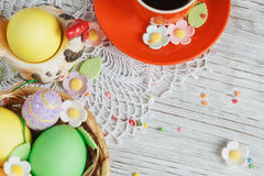 Easter cakes, coffee cup and colored eggs Royalty Free Stock Photos