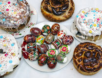 Easter cakes and colored eggs Royalty Free Stock Photos