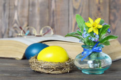 Easter card with  Easter eggs and spring flowers Royalty Free Stock Photos