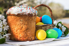 Easter composition. Easter eggs, cake and flowers on the table Royalty Free Stock Photography
