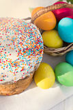 Easter composition. Easter eggs, cake and flowers on the table Stock Photography