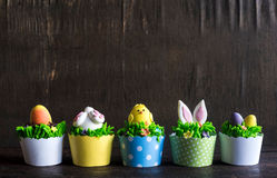 Easter cup cakes served Stock Images
