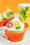 Easter cupcakes decorated with flowers Royalty Free Stock Photos