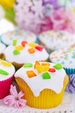Easter cupcakes with spring flowers Stock Photography