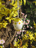Easter decoration with eggs and spring flowers. Royalty Free Stock Photos