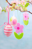 Easter decoration with hanging eggs and felt flowers_ Royalty Free Stock Photos