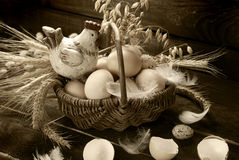 Easter decoration of hen in wicker basket with eggs Royalty Free Stock Photography