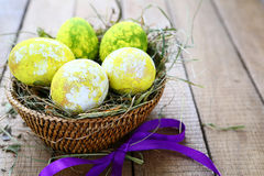 Easter egg in a basket with ribbon Royalty Free Stock Photos