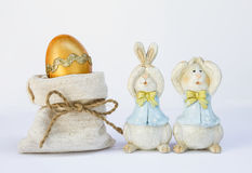Easter egg in canvas bag with couple wooden bunny Royalty Free Stock Photos