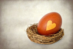 Easter egg with heart shape on it, grunge background Stock Photography