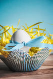 Easter egg nestled against a bright blue background. Closeup Royalty Free Stock Photos