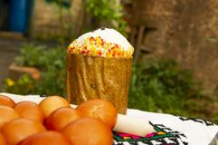 Easter eggs and Easter cake royalty free stock photos