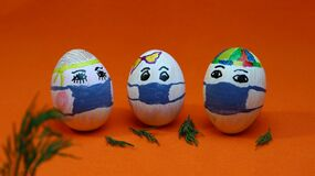 Free Easter Eggs In Medical Masks, Protection From Covid 19 Coronavirus Stock Photos - 179649483