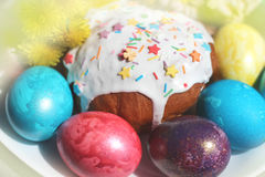 Easter eggs on a plate with an Easter cake Stock Photos