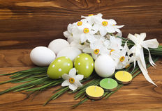 Easter eggs and white daffodils Stock Photography