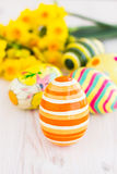 Easter eggs with yellow daffodils Royalty Free Stock Photos