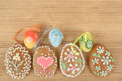 Easter ginger breads and painted egg Stock Photography