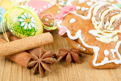 Easter gingerbreads and painted egg Royalty Free Stock Photos