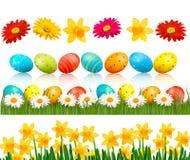 Easter grande ajustou-se com ovos e as flores tradicionais Fotos de Stock Royalty Free