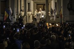 Easter Light procession at Bucharest Patriarchal Cathedral Stock Photography