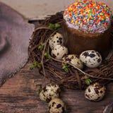 easter livstid fortfarande Påskkaka, ägg, påskkanin, påskkort fotografering för bildbyråer