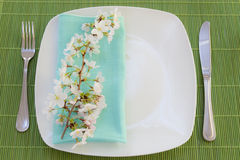 Easter place setting with spring flowers Royalty Free Stock Photography