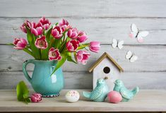 Easter still life with eggs. And tulips Royalty Free Stock Photography