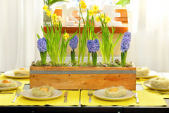 Easter table decorated with spring flowers Royalty Free Stock Photos