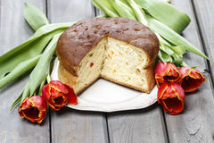 Easter table setting with yeast cake and red tulip flowers Stock Photography