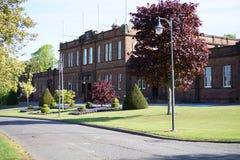 Easterbrook Hall Crichton Estate Dumfries Scotland y estatua de Elizabeth Crichton imagenes de archivo