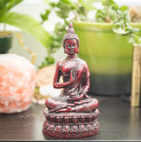 Eastern and worldly decorations on a shelf Royalty Free Stock Images