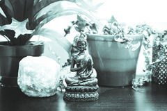 Eastern and worldly decorations on a shelf Royalty Free Stock Photos