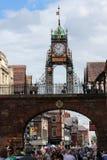 Eastgate tar tid på. Chester. England Royaltyfria Foton