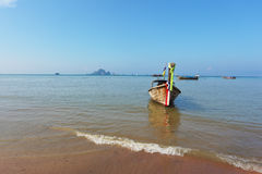 Easy Longtail boat dropped anchor in beach sand Stock Photos