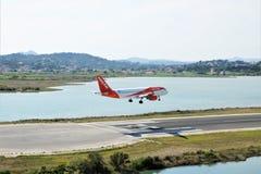 Easyjet航行器着陆 免版税库存图片