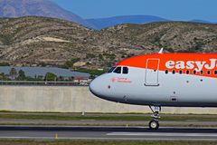 Easyjet驾驶舱在阿利坎特机场 库存图片