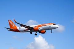 Easyjet,空中客车A320 - 214飞行 库存图片