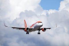 Easyjet,空中客车A320 - 214 库存照片