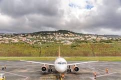 easyjet Airbus à l'aéroport de la Madère Photos stock