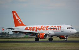 EasyJet Airbus 319 lands Stock Photo