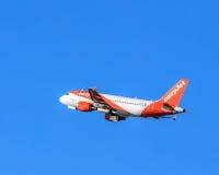 EasyJet Airbus A-319 após decola no aeroporto de Zurique Imagem de Stock
