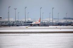 EasyJet Airbus A320-200 G-EZUJ faisant le taxi dans l'aéroport de Munich Photographie stock libre de droits